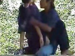 Intip remaja mesum di hutan